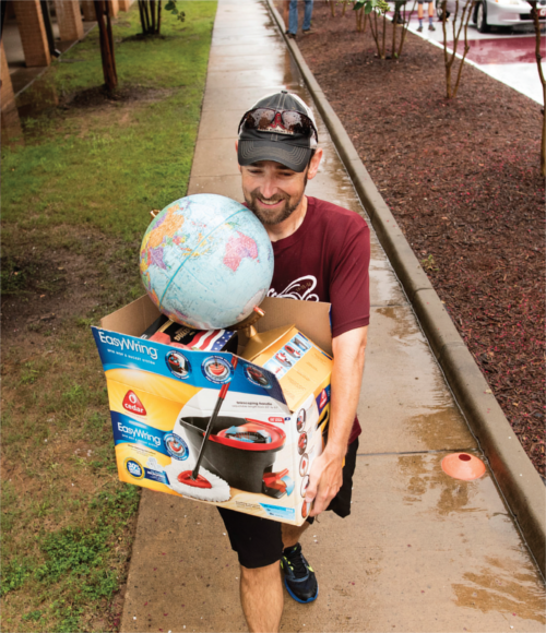 UALR Student moving in