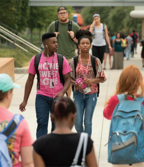 UALR students walking on campus